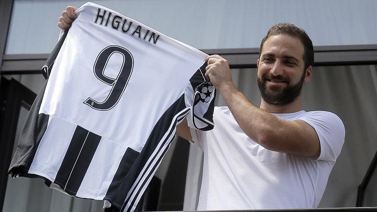 Gonzalo Higuain joinsJuventus